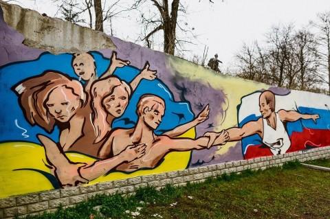 Poetin-biedt-inwoners-Krim-de-hand in 2014