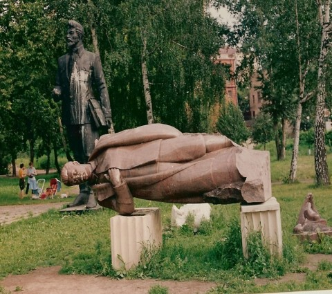 Stalin-liggend-in-Muzeon-1991-070517